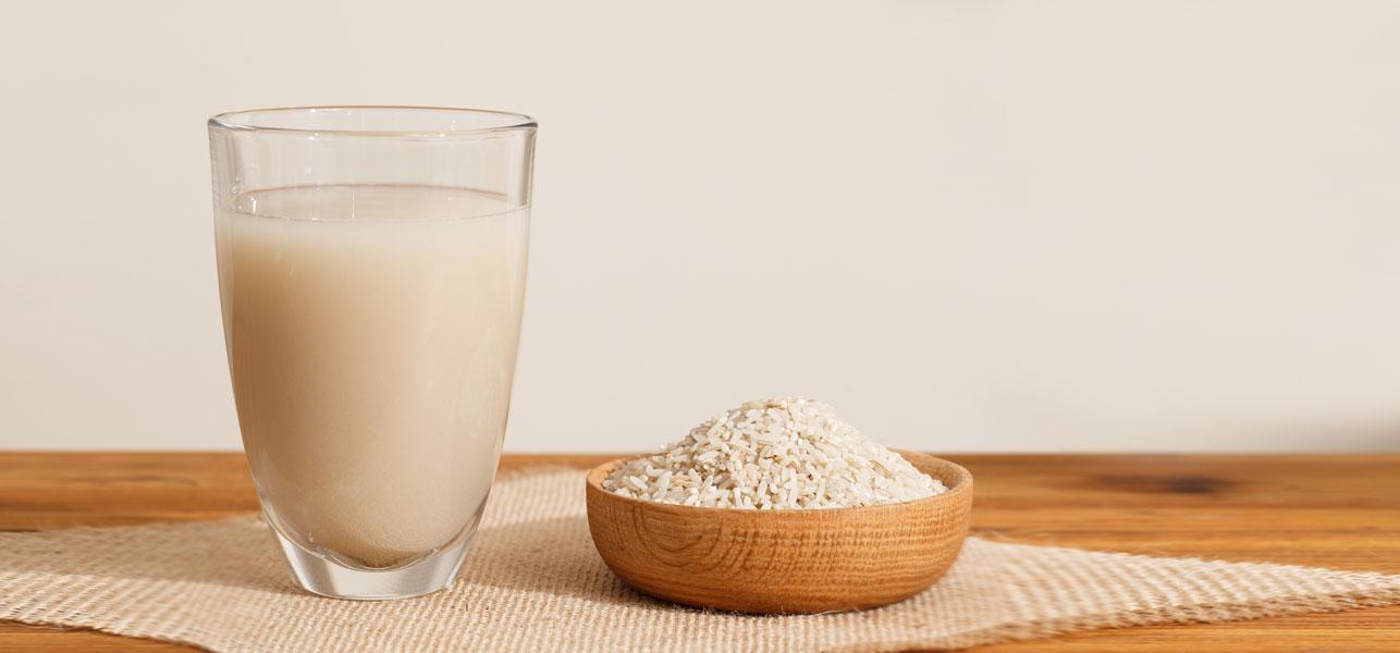 Aprenda a clarear manchas na pele com água de arroz